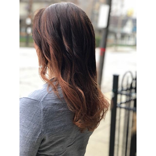 Soooo happy outside photo weather is back!!!!! We balayaged Liz on Saturday and toned her to a nice blush/rose gold color. Swipe to see our before!!! I have openings this Wednesday!!! Come see me!