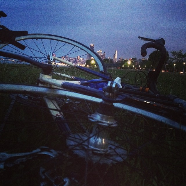 I took a quick break during my commute to admire the Chicago skyline. #lakeshorepath