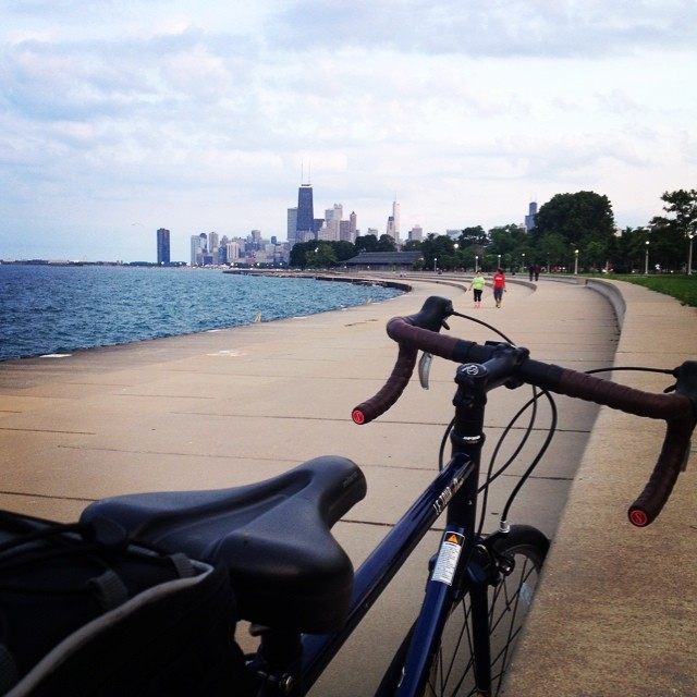 Chilling by the beautiful Lake Michigan and gazing into the Chicago skyline. #justmeandmybike #chicago #chicagoskyline #lakemichigan #chilling