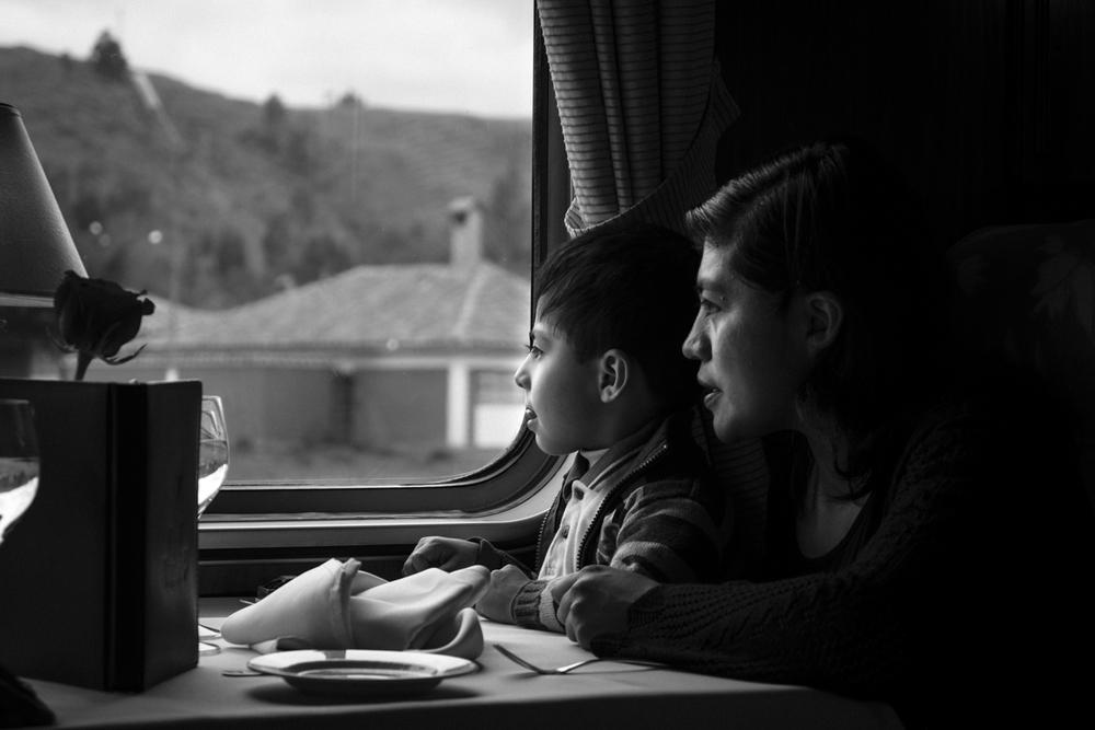 Niño y Madre en el Tren-1.jpg