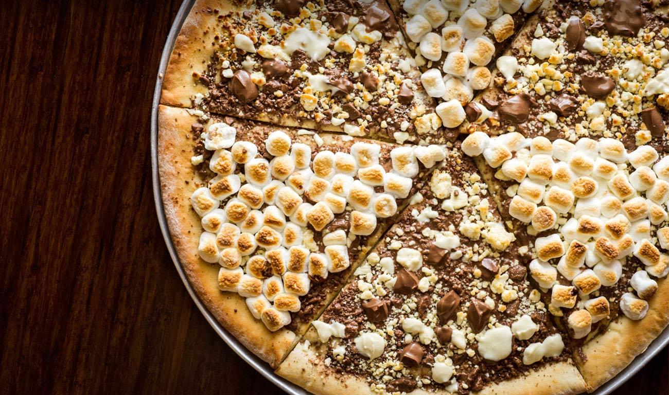 另外一個很多人都會點的是他們的巧可力Pizza
