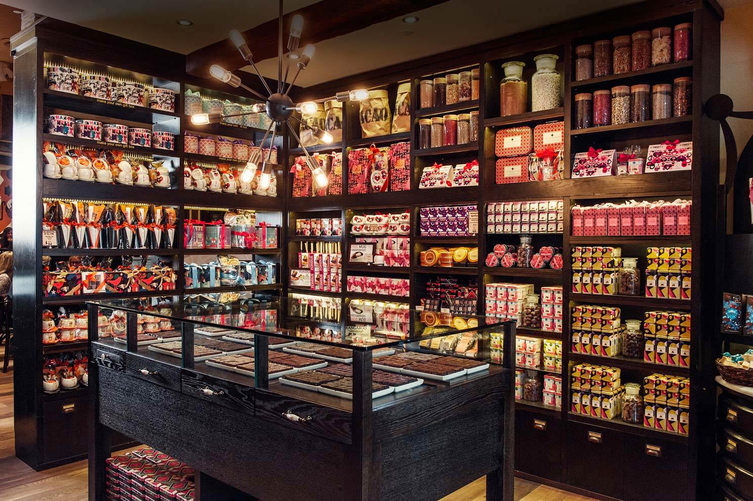 店內除了餐廳外也附設巧克力店