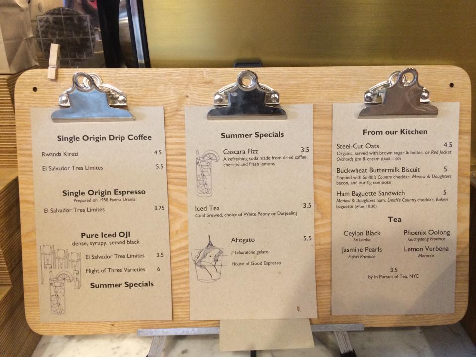 每次拍穿搭前都少不了喝杯咖啡清醒一下 Williamsburg有很多很有設計感的咖啡廳 穿搭幕後花絮篇再給大家介紹囉