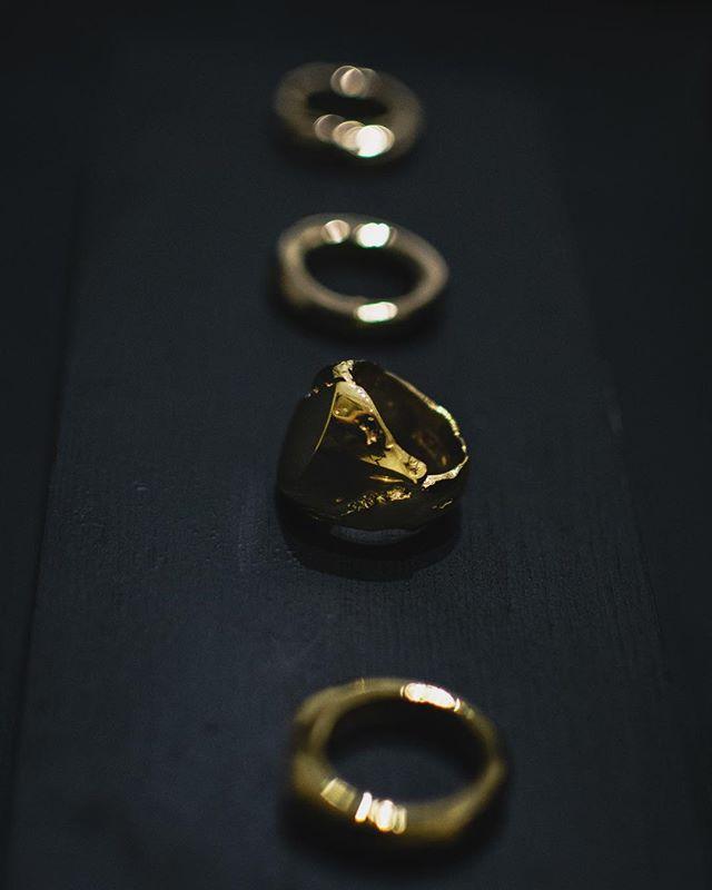 #keishigenagatrunkshow Our newest 22k gold Kyo, Rei rings, and 18k gold Seishin, Meguri rings.   #keishigenaga #staygold #finejewelry #artisanjewelry #handcraftedjewelry #keishigenagahana #18k #18kgold #22k #22kgold #madeintokyo #madeinjapan #siroirogallery #osaka