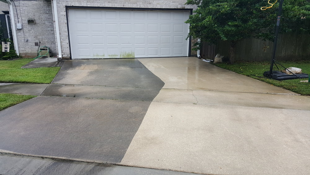 Before and After of a Driveway Cleaning!