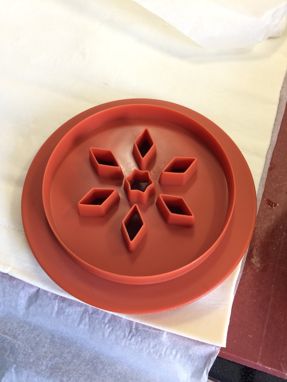 the pie mould comes with a cutter