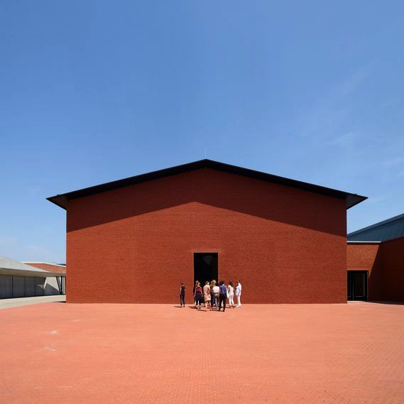 Schaudepot, Vitra Design Museum, script for guided tours, 2016   Translation