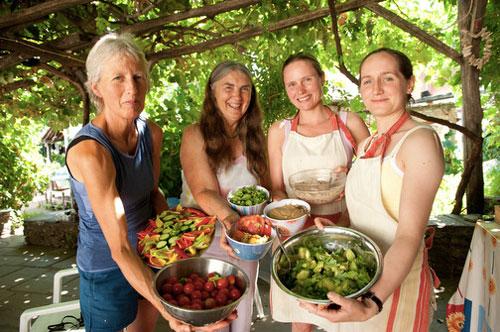 Helen-Paula-serve-rawfood500px.jpg