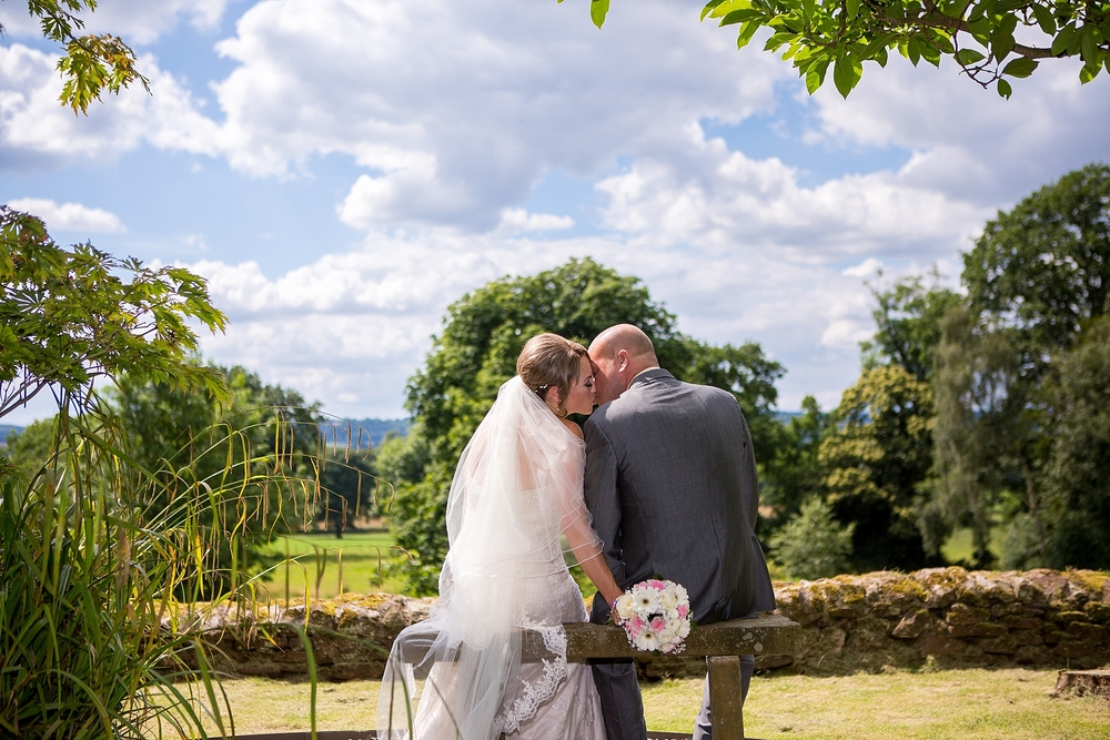 wedding photographer upper house barlaston 13.jpg
