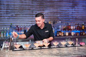 Coctel de Bienvenida - Cortesía de Tito's Vodka.jpg