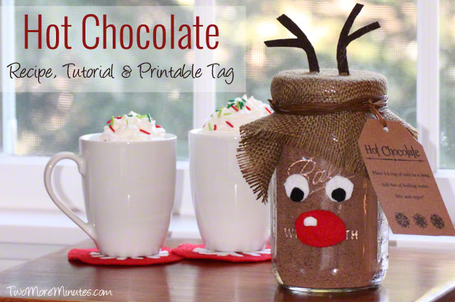 Perfect gift idea!  This step by step tutorial has the hot chocolate recipe and free reindeer printable.  #masonjargifts #diyholidaygifts #hotchocolate