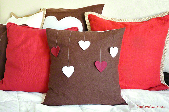 Free tutorial for this simple Valentine's Day Pillow from Two More Minutes.