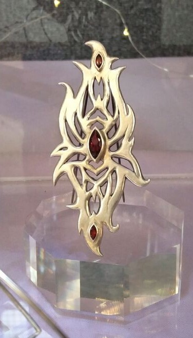 Hand-carved brooch with three marquise cut garnets -  BUY