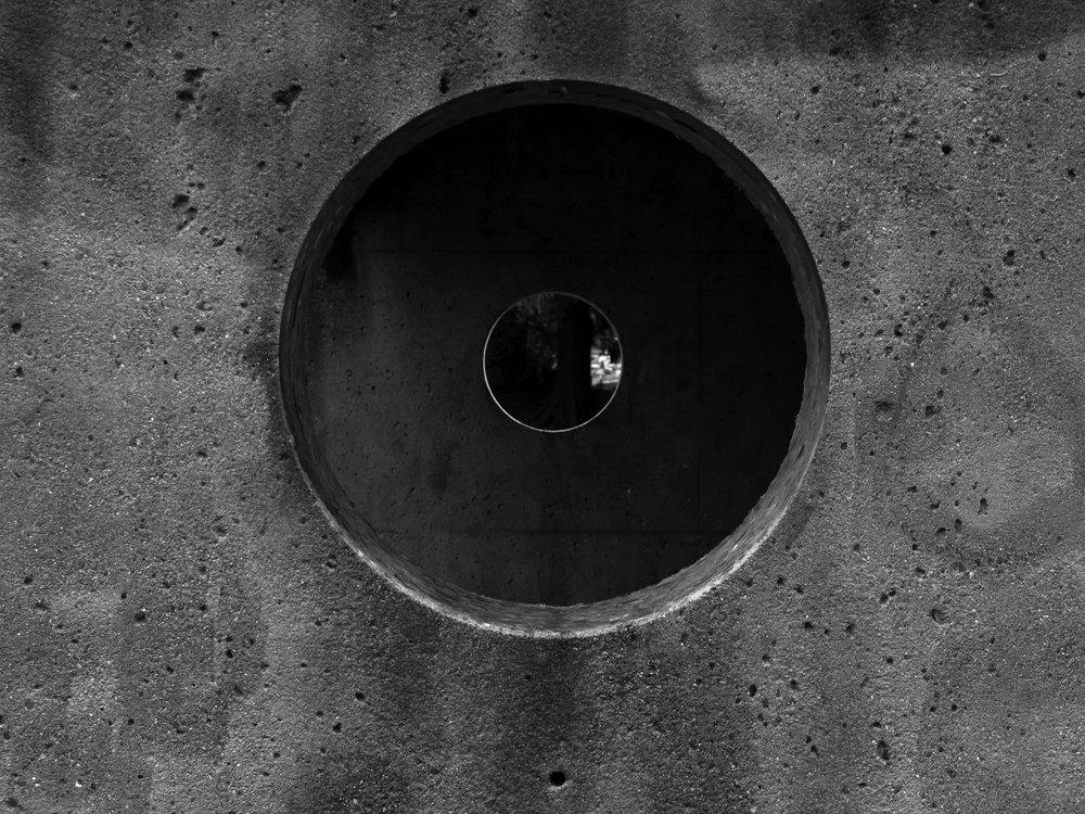 HoleShot-BW.jpg