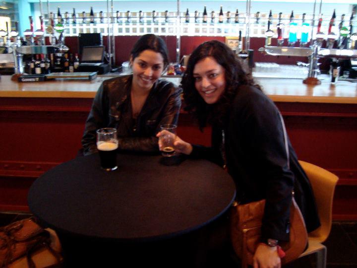 Valentina, una de mis mejores amigas, y yo en la Guinnes Storehouse en Dublín.