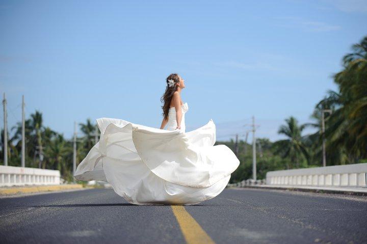 Mi hermana con su vestido de novia. Foto de Alex Aguirre.