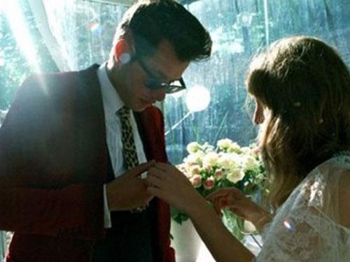 Mark Ronson y Joséphine de la Baume el día de su boda.