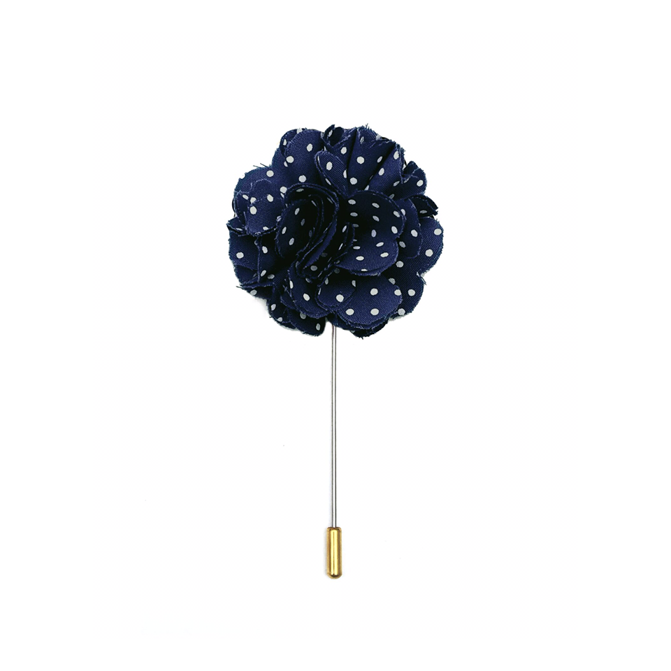 Wilde, un boutonnière azul marino con pola dots, de venta en Ethnology.
