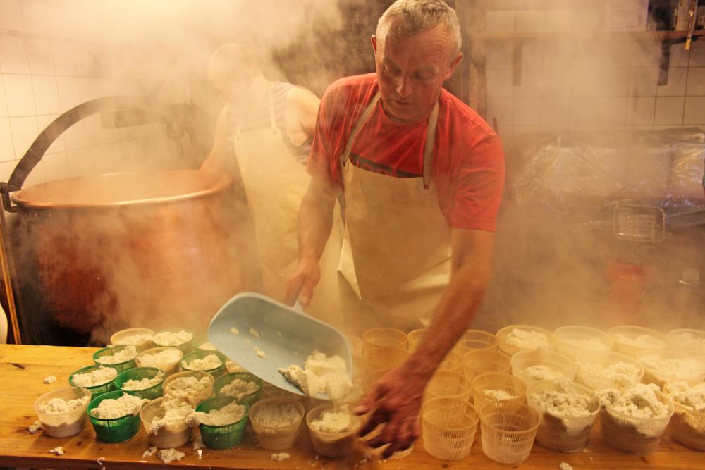 cheesemakingtäche.jpg