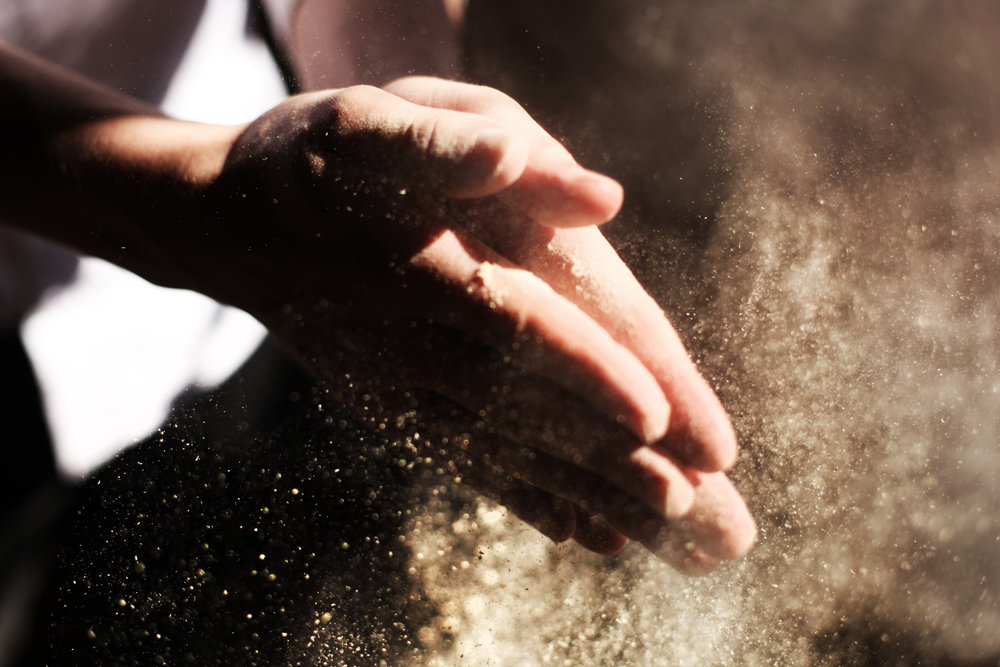 DUST - House dust is a mixture of many substances. Its content varies from home to home and business to business, but the most commonly found in dust mold spores, insect fragments, dust mites, dead human and animal skin, fibers and building materials.
