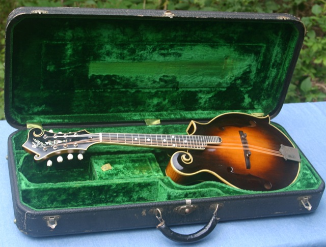 Lloyd Loar Mandolin 71633 case