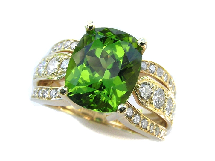 Peridot and 18k Gold Ring from The Gem Vault