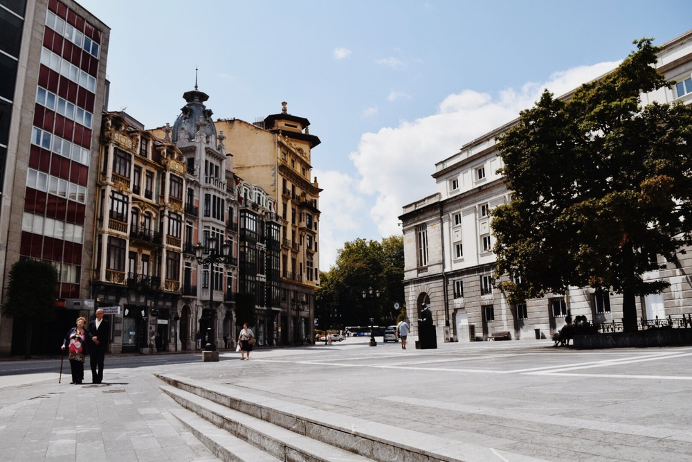 Woody Allen's Fairytale Oviedo