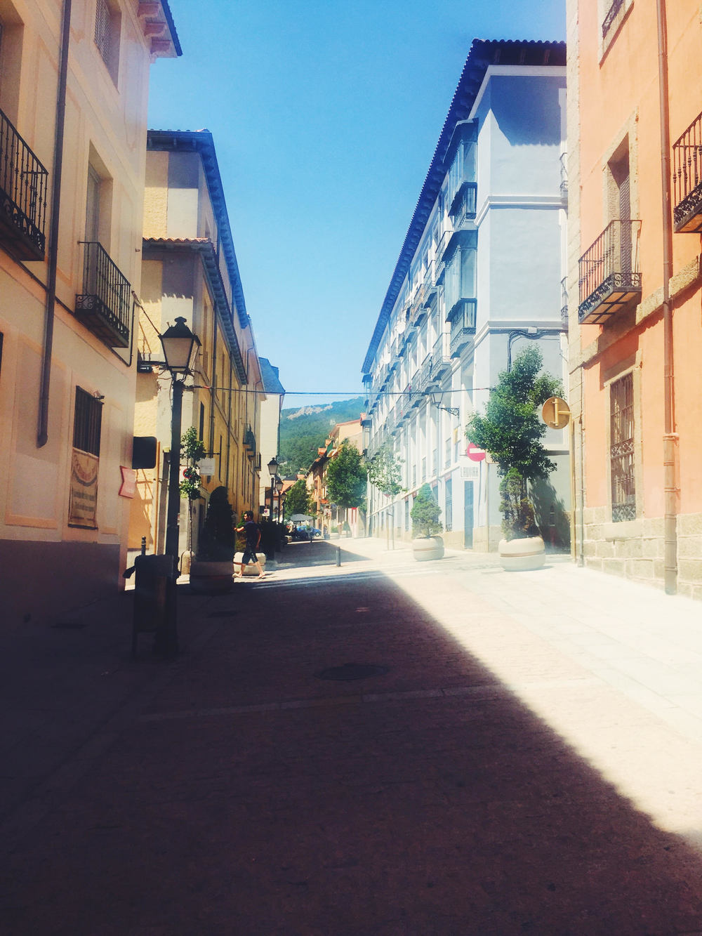 Spain in 2 Weeks: Photo Travel Guide. Madrid: The streets of El Escorial