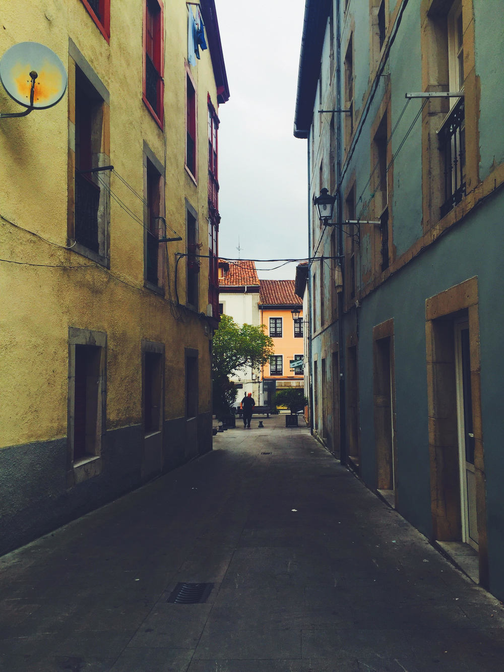 The narrow streets of Spain. Traveling like a local. Photo Travel Guide.