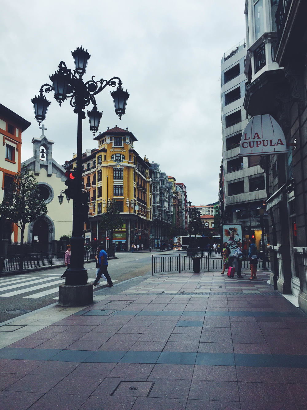 The streets of Oviedo. Woody Allen's favorite city in Spain. Traveling like a local with a Photo Travel Guide.