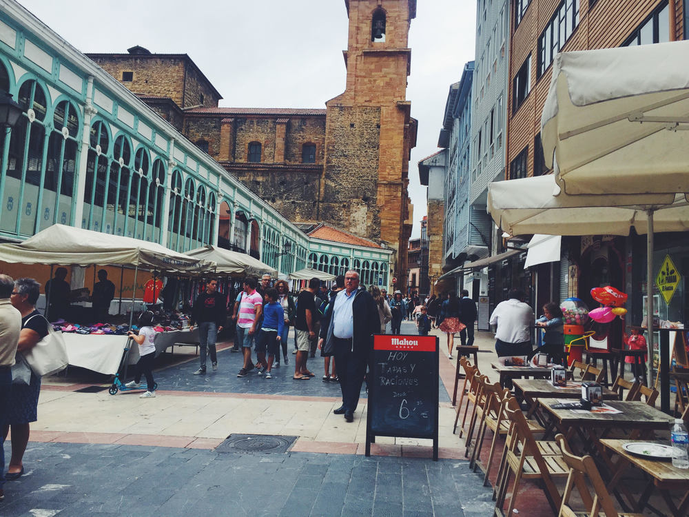 Mercado El Fontan in Oviedo. Woody Allen's favorite city in Spain. Traveling like a local with a Photo Travel Guide.