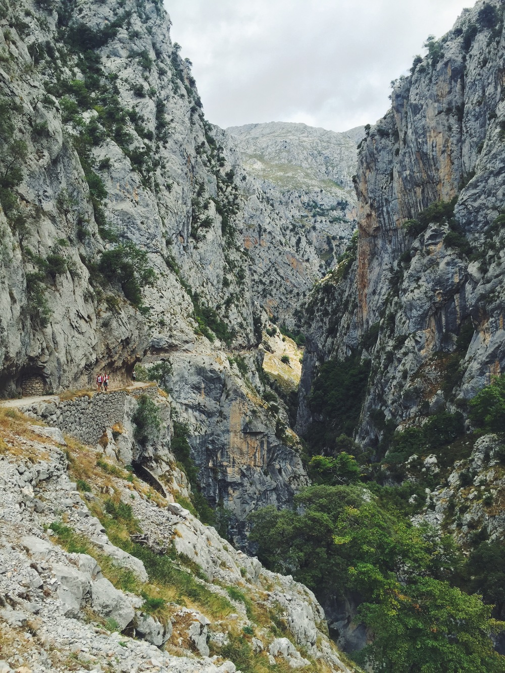 Ruta del Cares in Picos de Europa. Feasible trail with stunning views. The beautiful mountains of Asturias, Spain. Traveling like a local with a Photo Travel Guide.