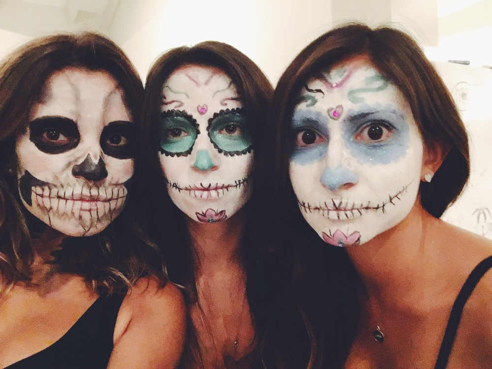 Halloween DIY face painting skulls and Día de Muertos