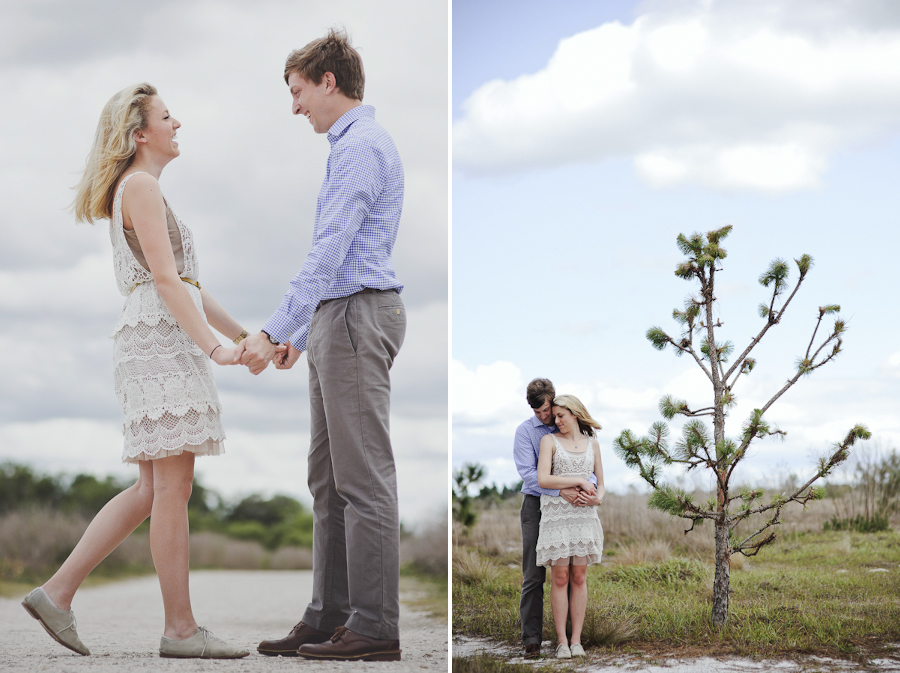 engagement pictures in a field