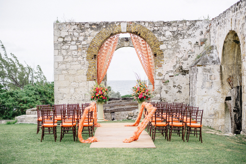 Jamaica destination wedding in aqueduct ruins
