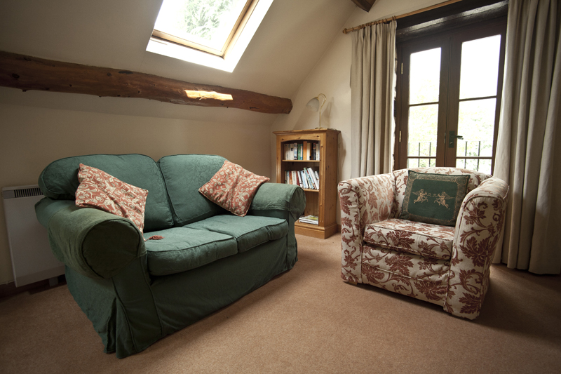 Bibury Holiday Cottages Self Catering Gloucestershire Two Double Bedrooms The Granary Living Area