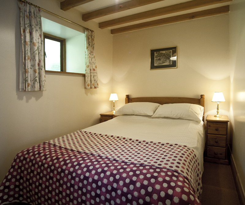 Bibury Holiday Cottages Self Catering Gloucestershire Two Double Bedrooms The Granary Bedroom
