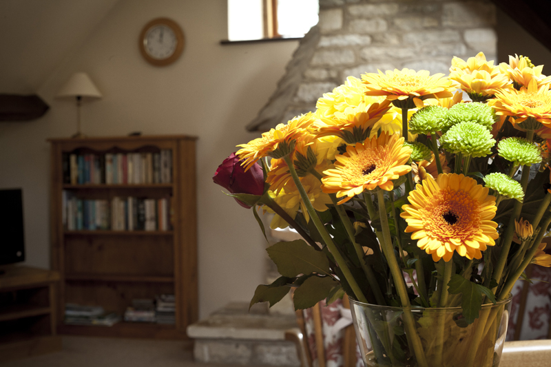 Bibury Holiday Cottages Self Catering Gloucestershire Two Double Bedrooms Flowers
