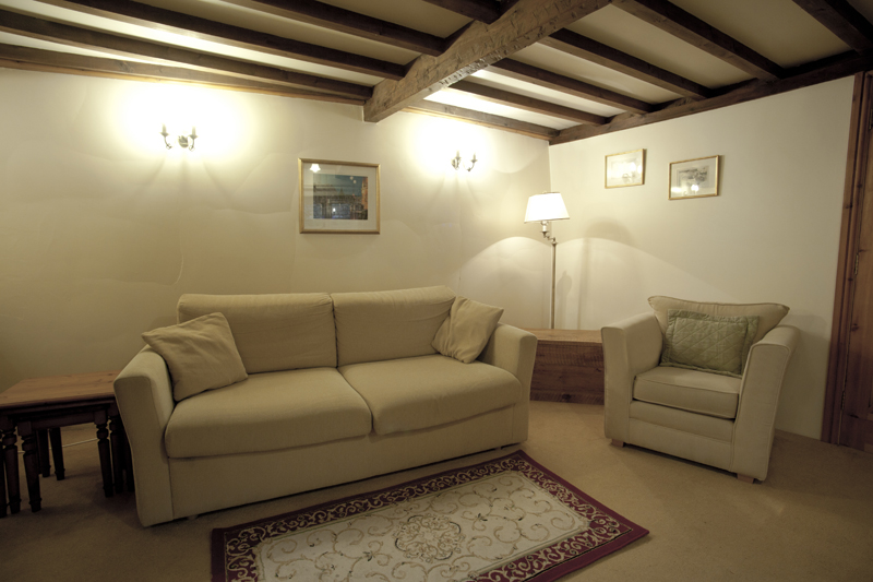 Bibury Holiday Cottage Self Catering Gloucestershire Detached Home The Bakehouse Sofa