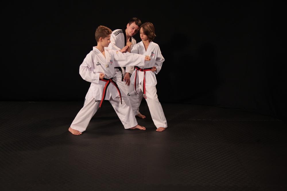 taekwondo helsinki vuosaari itäkeskus itsepuolustus kuntoilu hyvinvointi fitness wellness peruskurssi alkeiskurssi alkeet perusteet aloittelijat