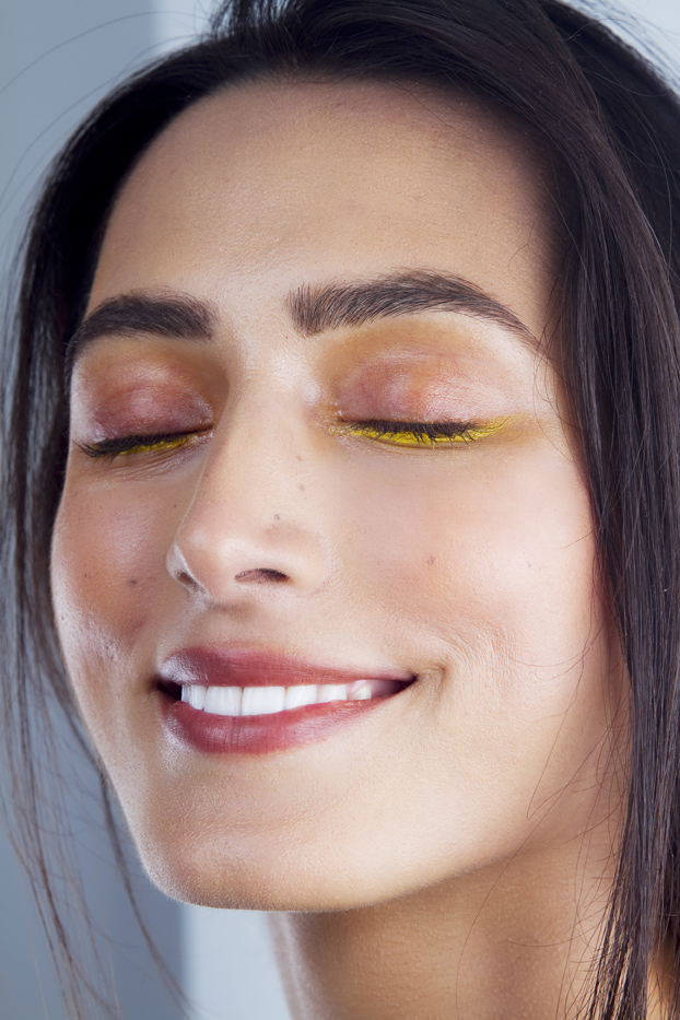 Beach party yellow liner