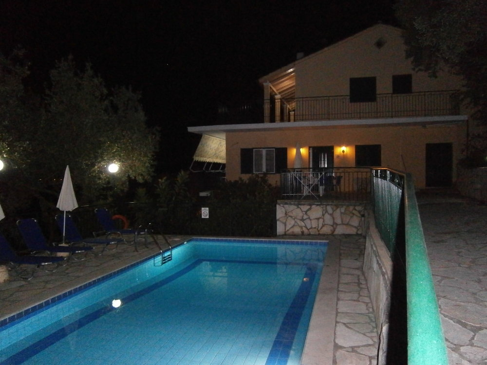 villa jacaranda -night 003.jpg