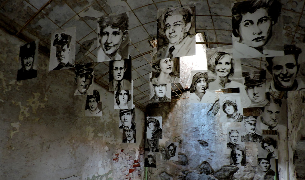eastern-state-penitentiary-art-dead faces