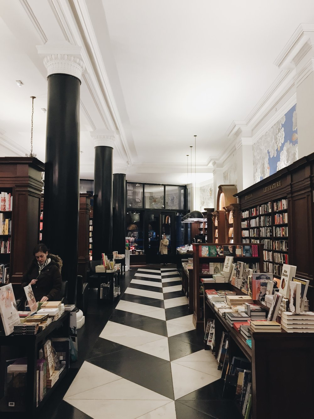 RIZZOLI BOOKSTORE , A.K.A. THE MOST BEAUTIFUL BOOKSELLERS EVER. I WAS LUCKY TO SNATCH A SIGNED COPY OF  OVERVIEW  BY BENJAMIN GRANT AS A LITTLE GIFT TO MYSELF. (MORE TO COME ON THAT LATER)
