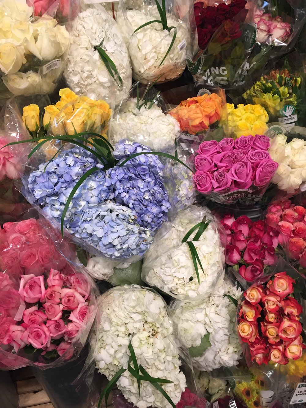 THE PRETTIEST FLOWERS AT WHOLE FOODS MARKET GOT ME YEARNING FOR SPRING REAAAL HARD.
