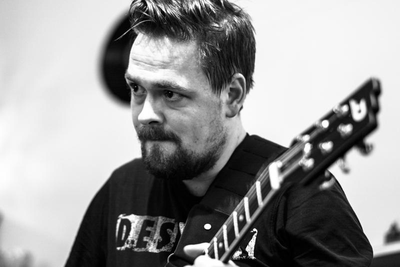 Péter Rendes plays