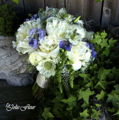 white_blue_bridal_bouquet.jpg