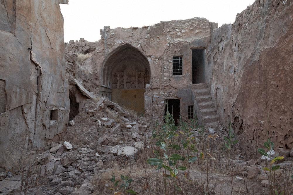Dans les ruines de la citadelle, détruite par Saddam
