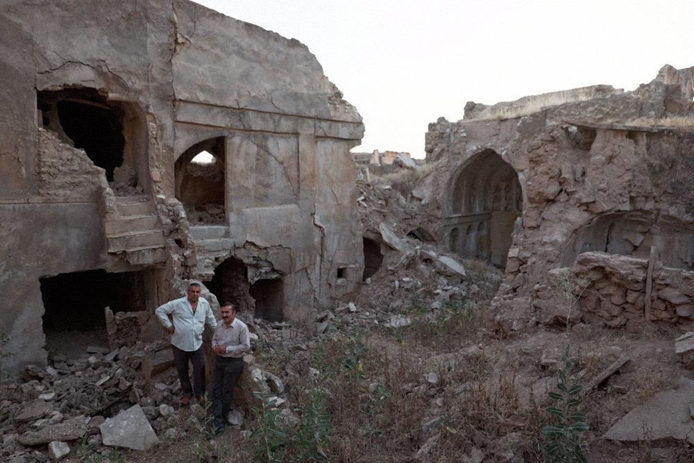 Kak Rebwar et Kak Bakr dans les ruines