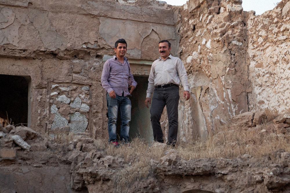 Hiwa et Kak Bakr dans les ruines